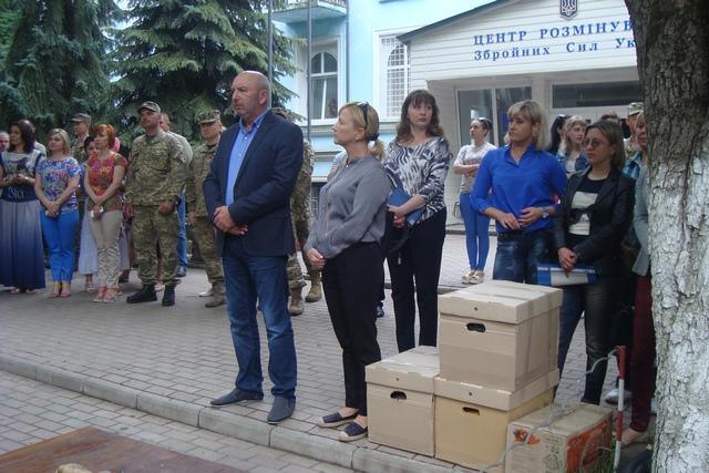 Чергова група військових вирушила на Донбас з Кам'янця - фото 1
