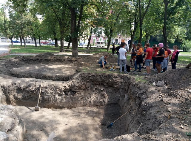 Молоді волонтери Хмельницького провели археологічний тур - фото 3