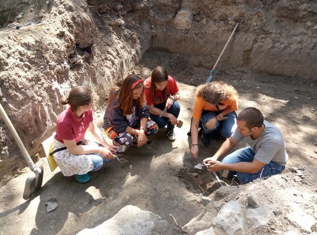 Молоді волонтери Хмельницького провели археологічний тур - фото 2